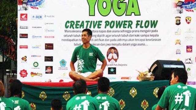 Aktivitas yoga di Bali