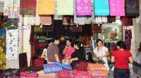 Salah satu toko kain endek di Pasar Klungkung
