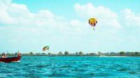 Ilustrasi wisata parasailing