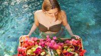 Ilustrasi sarapan di kolam renang