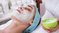 Perawatan Dengan Masker Wajah di Sela-Sela Acara Berlibur