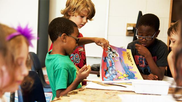 Anak-anak sedang beraktivitas bersama