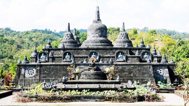Wihara Brahmavihara-Arama di Buleleng
