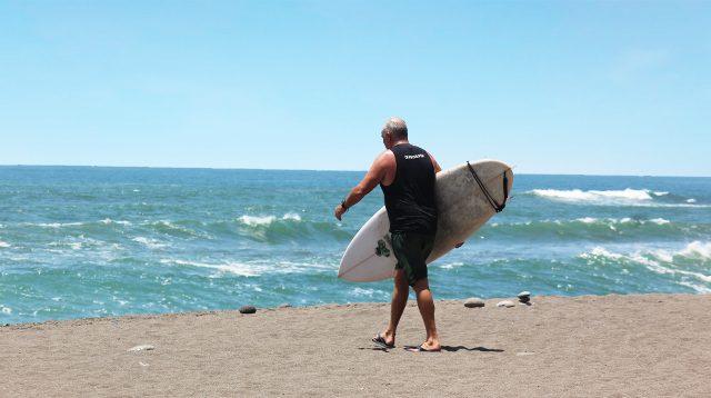 Ilustrasi surfing